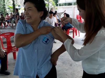 ออกหน่วยฉีดวัคซีนป้องกันไข้หวัดใหญ่ รพสต.หัวฝาย